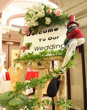 婚礼鲜花指示牌; 北京花店婚礼布置-花季雨鲜花网